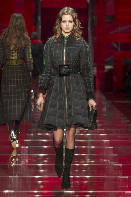 versace-milan-fashion-week-autumn-winter-2015-runway-front-16