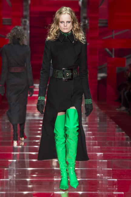 versace-milan-fashion-week-autumn-winter-2015-runway-front-2