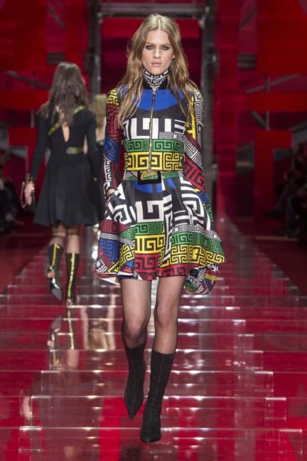 versace-milan-fashion-week-autumn-winter-2015-runway-front-20