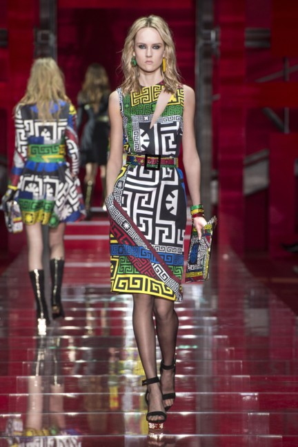 versace-milan-fashion-week-autumn-winter-2015-runway-front-21