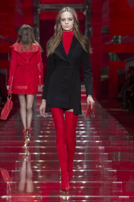 versace-milan-fashion-week-autumn-winter-2015-runway-front-25