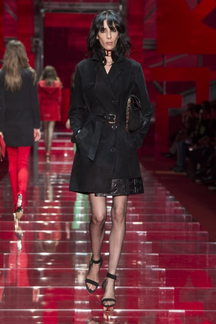 versace-milan-fashion-week-autumn-winter-2015-runway-front-26