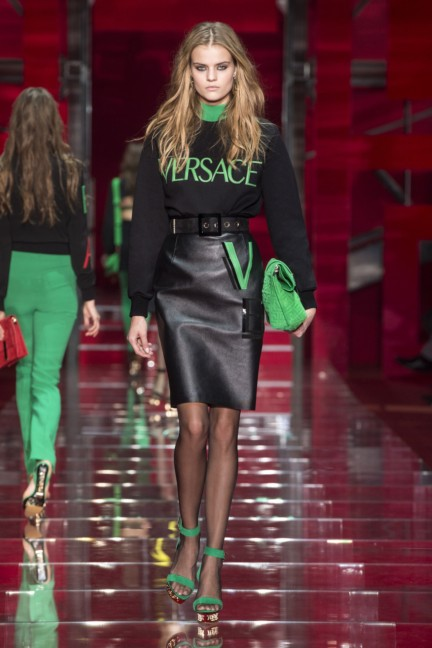 versace-milan-fashion-week-autumn-winter-2015-runway-front-29