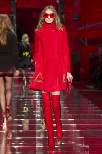 versace-milan-fashion-week-autumn-winter-2015-runway-front-32