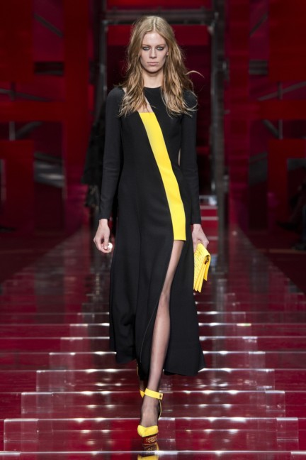 versace-milan-fashion-week-autumn-winter-2015-runway-front-37