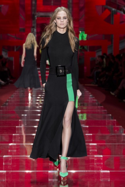 versace-milan-fashion-week-autumn-winter-2015-runway-front-39