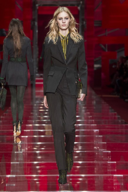 versace-milan-fashion-week-autumn-winter-2015-runway-front-4