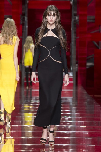 versace-milan-fashion-week-autumn-winter-2015-runway-front-45