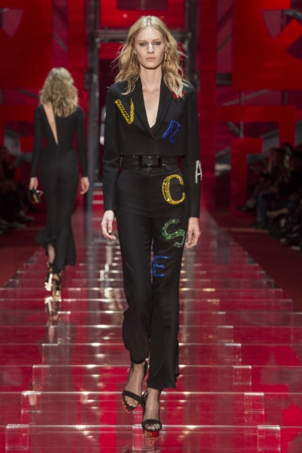 versace-milan-fashion-week-autumn-winter-2015-runway-front-47