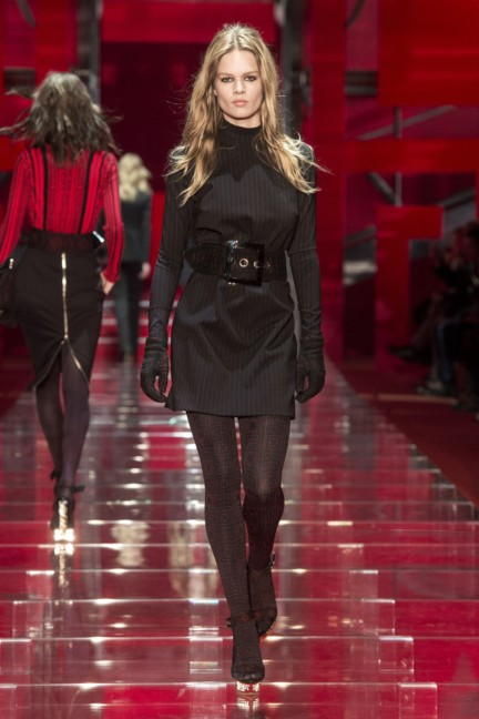 versace-milan-fashion-week-autumn-winter-2015-runway-front-6