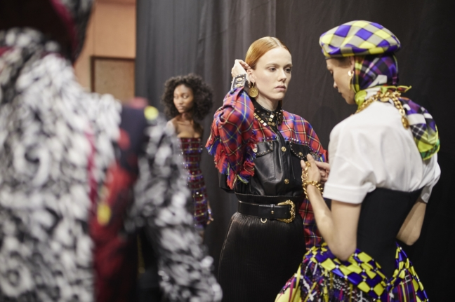 180223_versace_fashion-show_fw18_backstage_0193