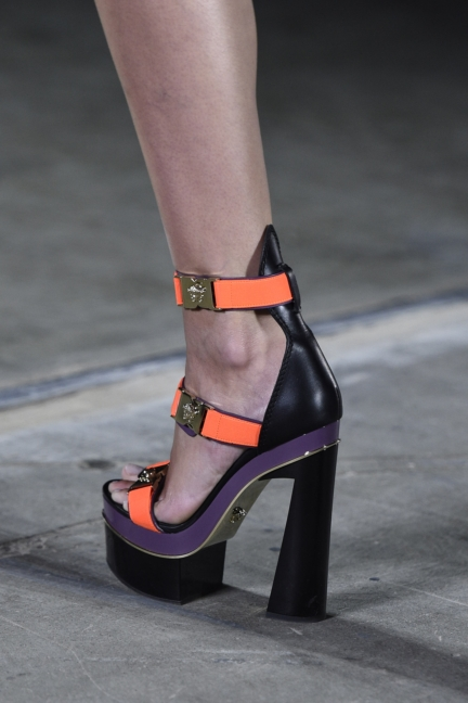 versace-milan-fashion-week-spring-summer-2016-show-detail-32