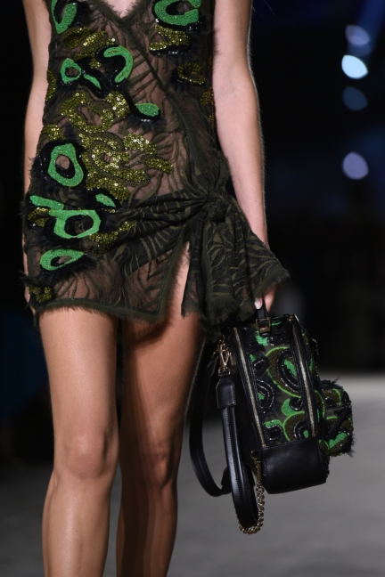 versace-milan-fashion-week-spring-summer-2016-show-detail-73
