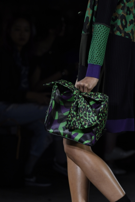 versace-milan-fashion-week-spring-summer-2016-show-detail-8