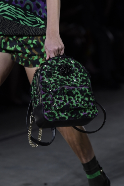 versace-milan-fashion-week-spring-summer-2016-show-detail-9