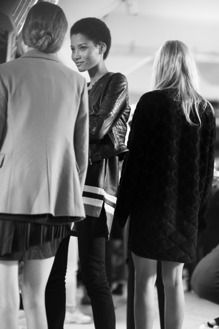 versace-milan-fashion-week-spring-summer-2016-backstage-176
