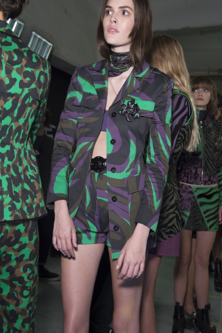 versace-milan-fashion-week-spring-summer-2016-backstage-98