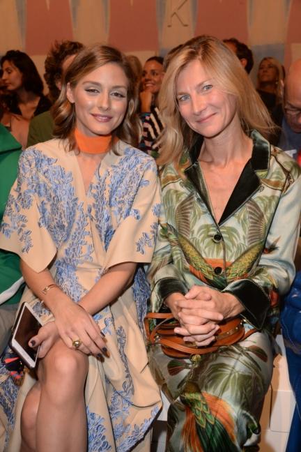 olivia-palermo-and-elizabeth-von-guttman-fendi-ss18-womens-fashion-show