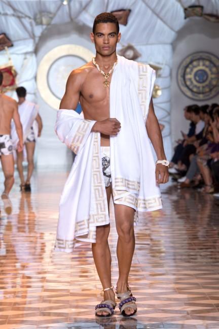 versace-milan-mens-spring-summer-2015-runway-images-25