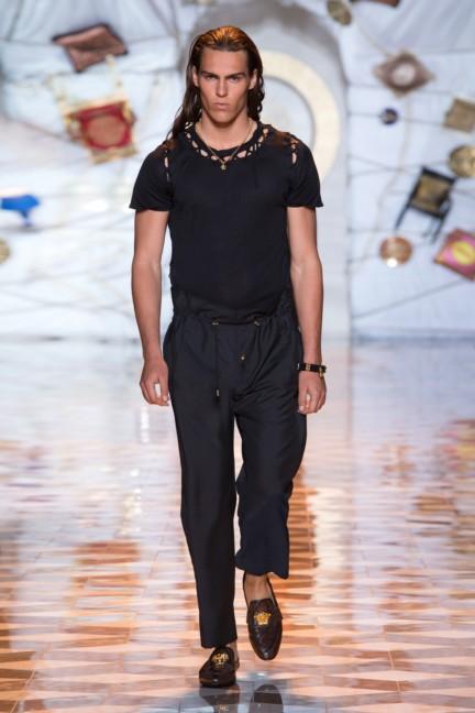 versace-milan-mens-spring-summer-2015-runway-images-42