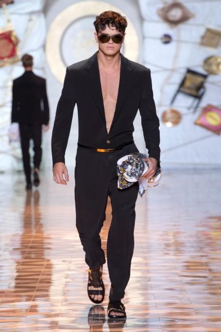 versace-milan-mens-spring-summer-2015-runway-images-48