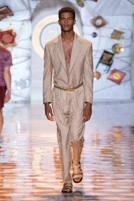 versace-milan-mens-spring-summer-2015-runway-images-7
