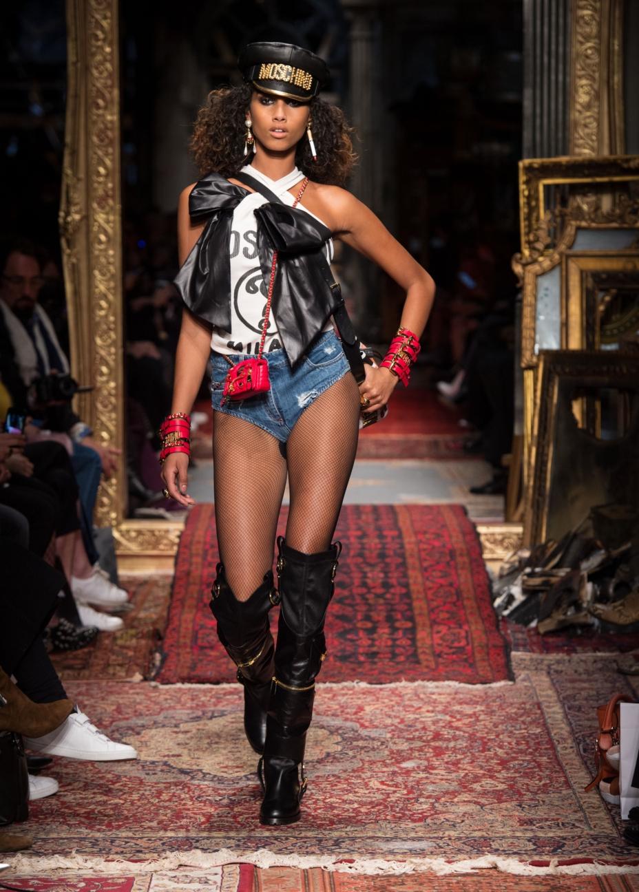 moschino-milan-fashion-week-aw-16-32