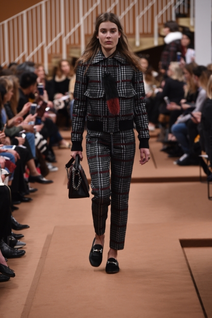 tods_women_fw17_look_09