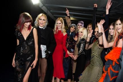 versace_women_fw17_dv_backstage-copy