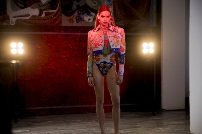 versace_women_ss18_backstage_kevin-tachman-10