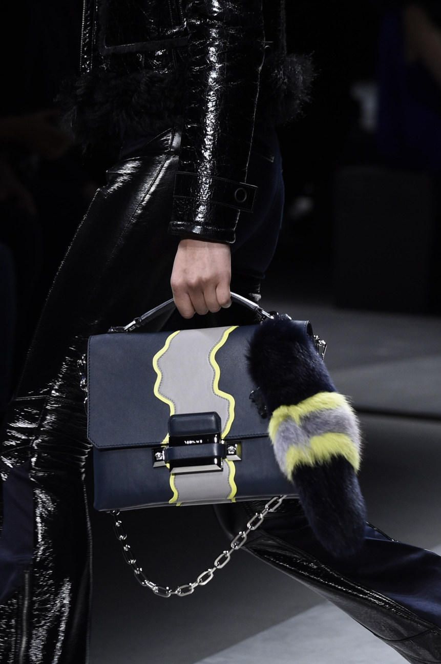 versace_women_fw16_121__arm0003