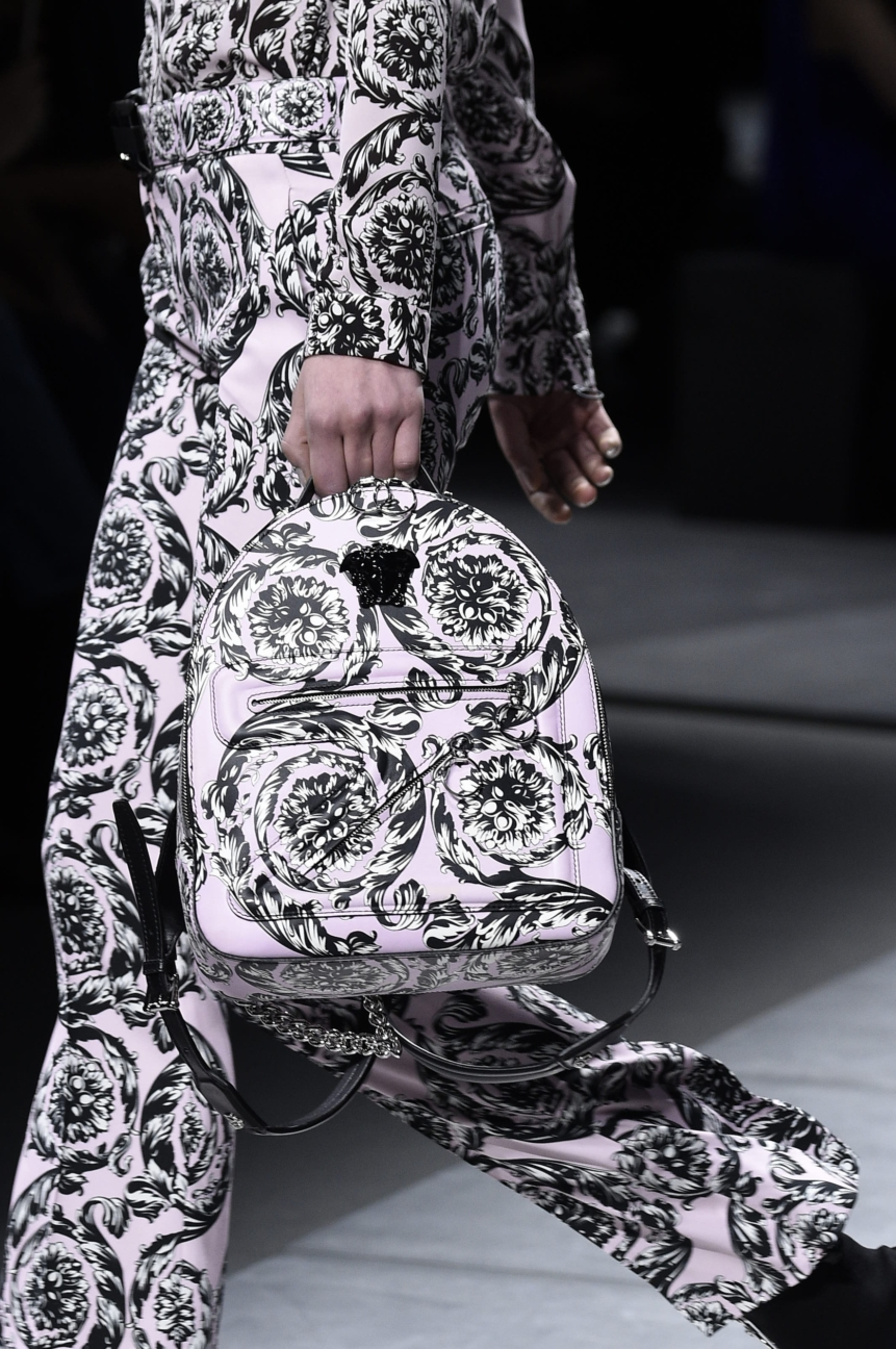 versace_women_fw16_157__arm0127