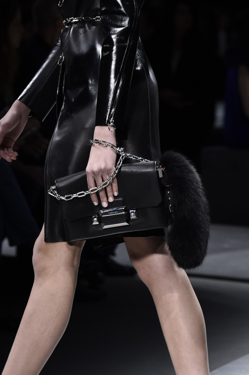 versace_women_fw16_detail_209__arm0335