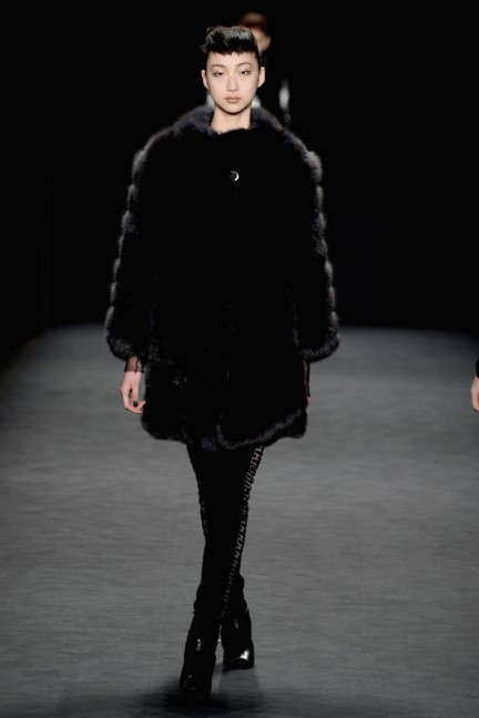 aw-2014_mercedes-benz-fashion-week-new-york_us_carmen-marc-valvo_44913