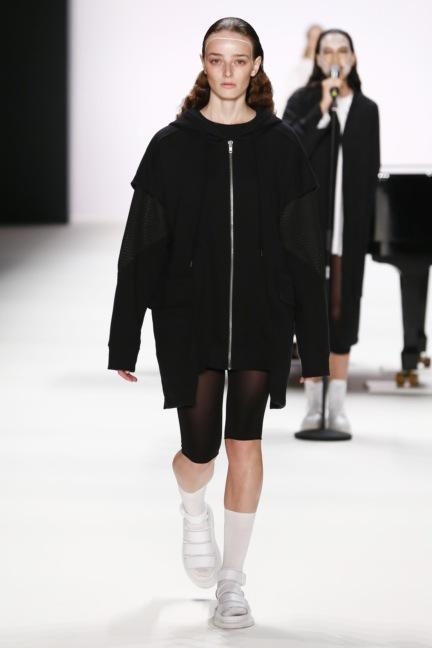 ss-2017_fashion-week-berlin_de_0012_odeur_65383