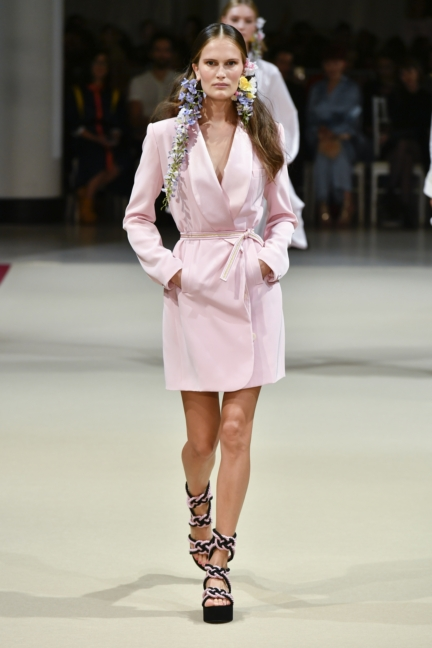 alexis_mabille_ss18_look_01
