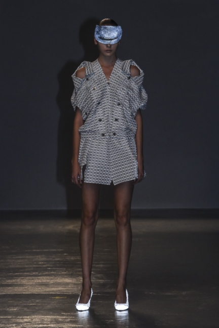 anrealage-paris-fashion-week-spring-summer-2016-25