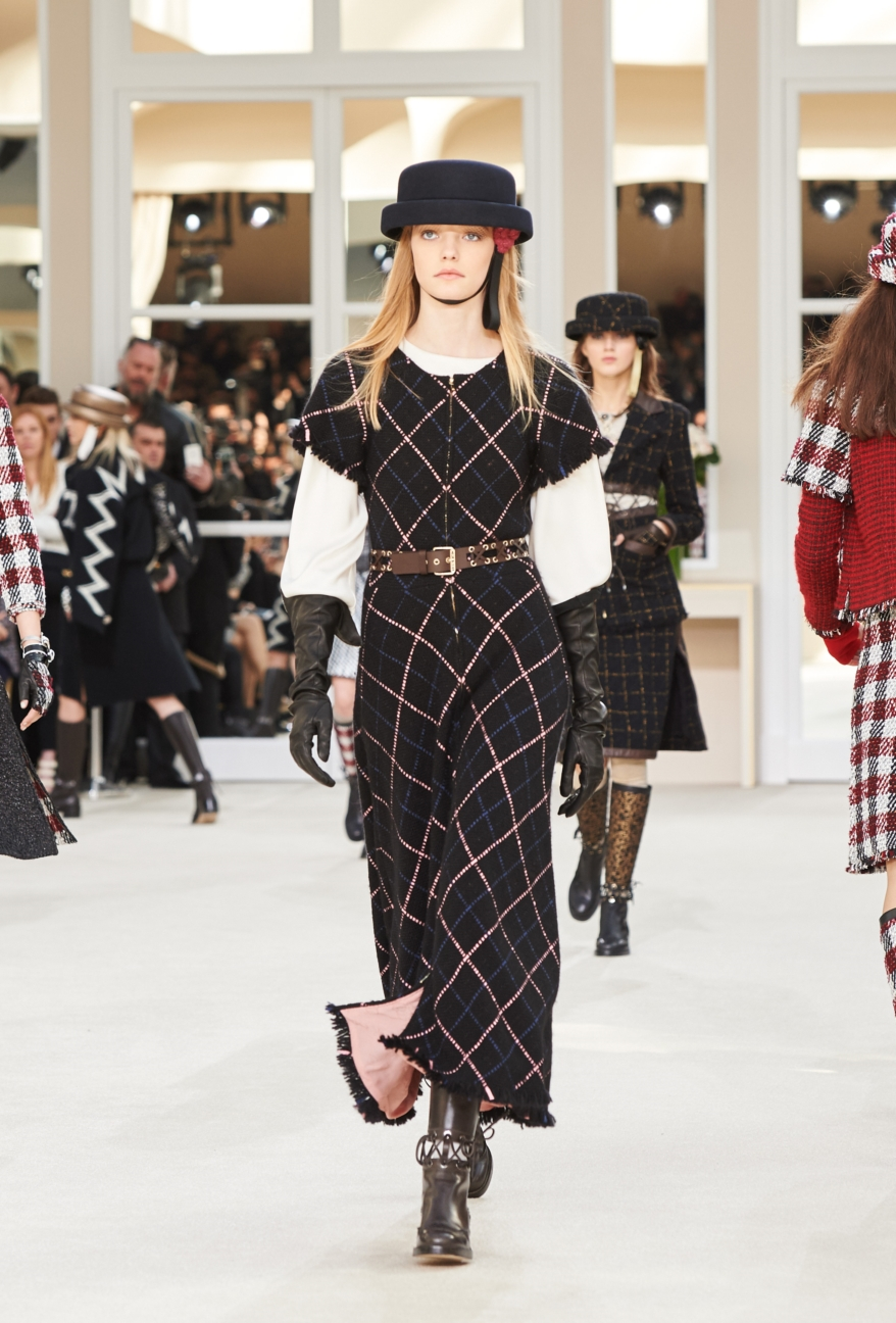 chanel-paris-fashion-week-autumn-winter-2016-runway-27