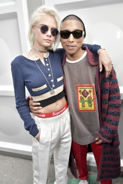 02_cara-delevingne-and-pharrell-williams_fall-winter-2017_18-ready-to-wear-collection