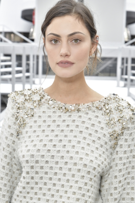 23_phoebe-tonkin_fall-winter-2017_18-ready-to-wear-collection-2
