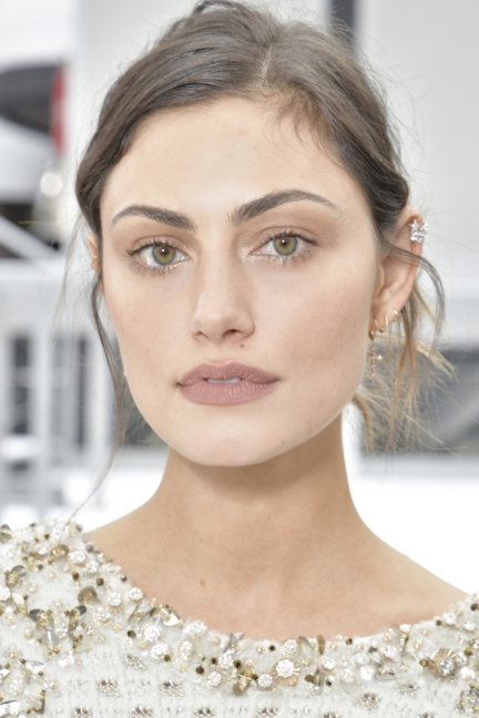 24_phoebe-tonkin_fall-winter-2017_18-ready-to-wear-collection-3