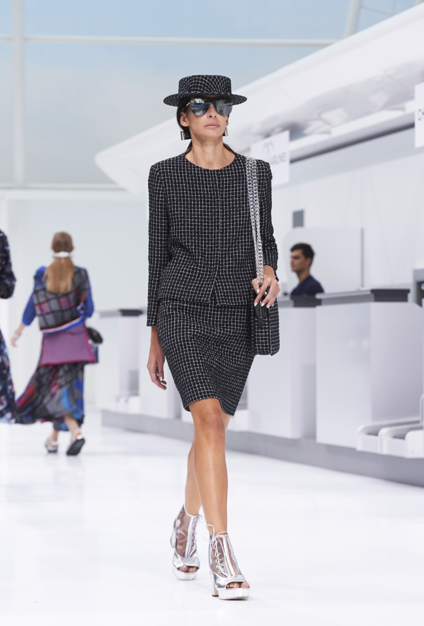 chanel-paris-fashion-week-spring-summer-2016-show-36