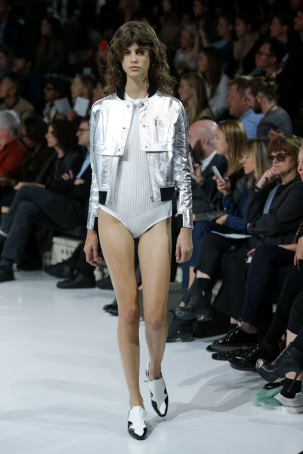 courreges-paris-fashion-week-spring-summer-2016-14