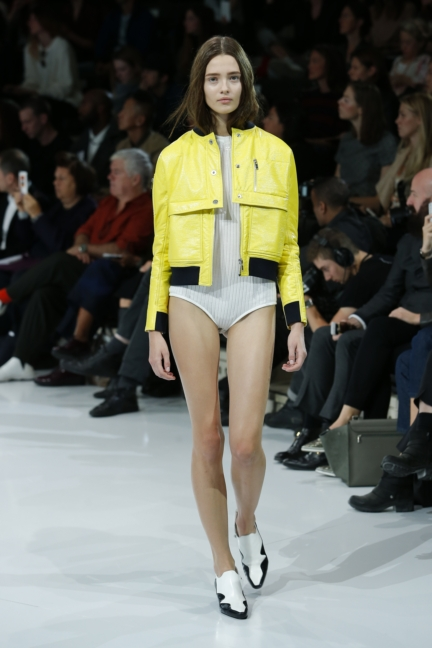courreges-paris-fashion-week-spring-summer-2016-15