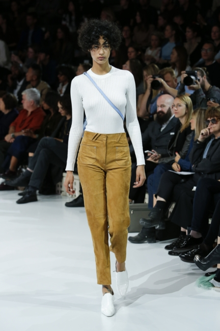 courreges-paris-fashion-week-spring-summer-2016-34