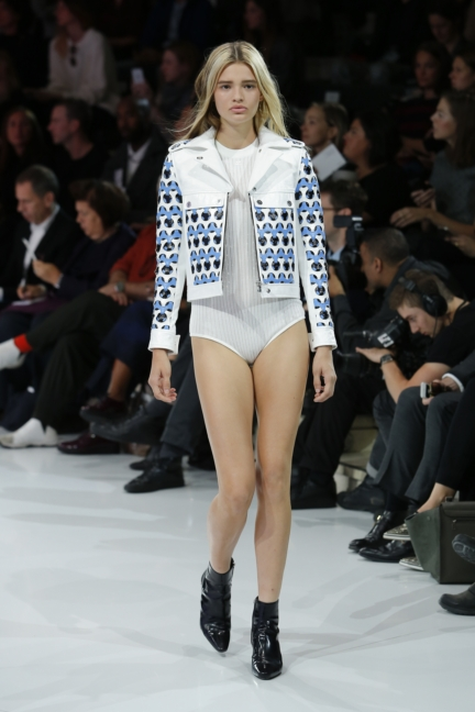 courreges-paris-fashion-week-spring-summer-2016-5