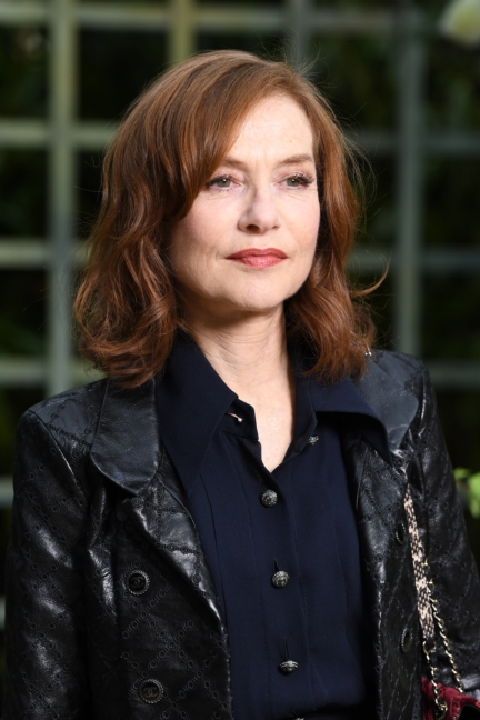 16_isabelle_huppert_spring-summer_2018_haute_couture_collection_1