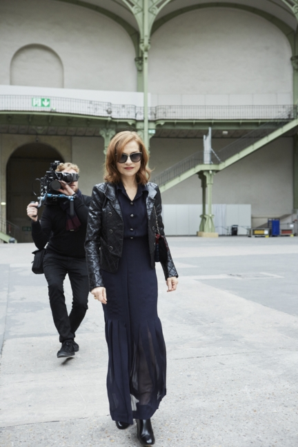 17_isabelle_huppert_spring-summer_2018_haute_couture_collection_2