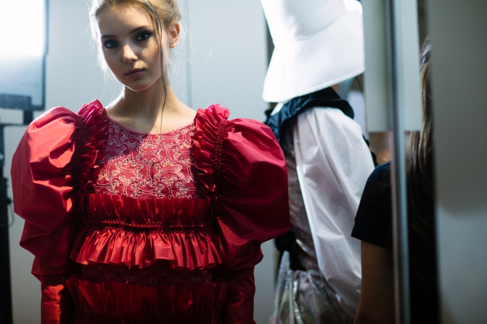 yana-davydova-backstage-ulyana-sergeenko-paris-haute-couture-fashion-week-spring-summer-2016-yd0436