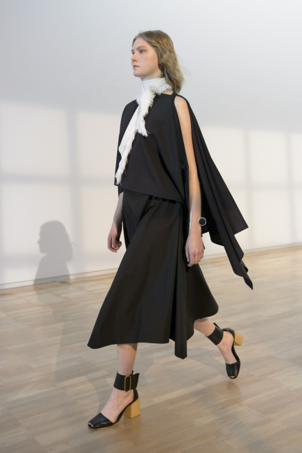 lemaire-paris-fashion-week-spring-summer-2016-4